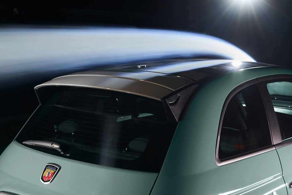 Abarth 695 70° Anniversario Spoiler ad Assetto Variabile